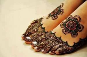 fansy-mehndi-designs-for-foot